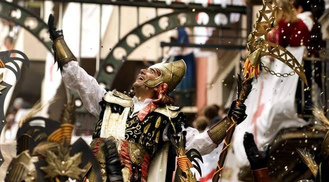 Fiestas de moros y cristianos fiestas y tradiciones en for Oficina de turismo alicante