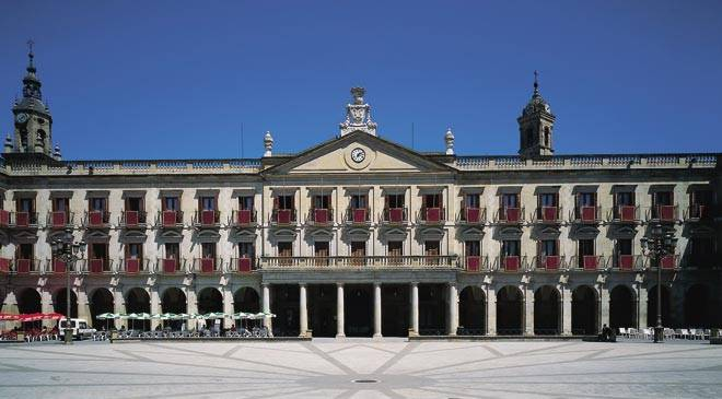 Casa consistorial de vitoria gasteiz monumentos en - Arquitectura pais vasco ...