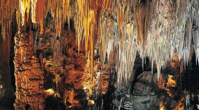 Cuevas de Valporquero: monumentos en Vegacervera, León en España es cultura.