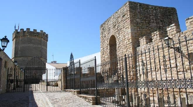 Vista de las Murallas y Torre de Boabdil © Tinta Blanca Editores. Diputación de Jaén