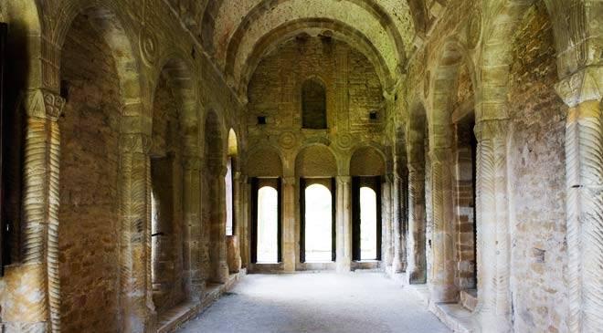 santa_maria_del_naranco_interior_oviedo_t3300929.jpg_1306973099.jpg